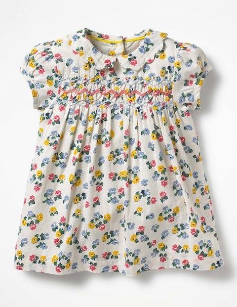 Hübsches gesmoktes Kleid mit Kragen