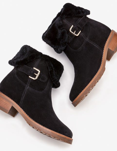 Cumbria Shearling Boots - Black