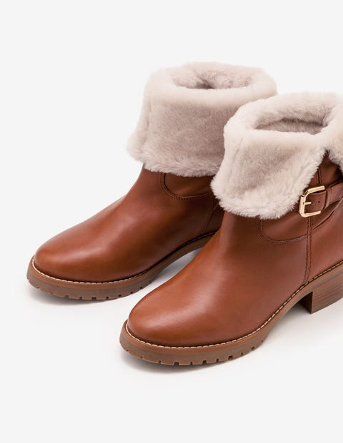 Cumbria Shearling Boots - Tan