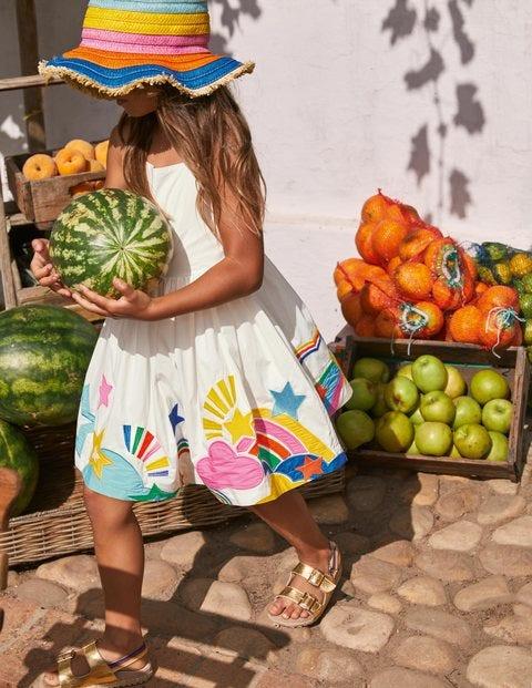 Kleid mit Regenbogensaum und -trägern
