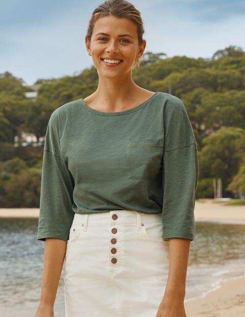 Das kastenförmige Baumwoll-T-Shirt mit U-Boot-Ausschnitt - Erlengrün