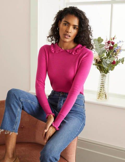 Artikel klicken und genauer betrachten! - Dank seines klassischen Kragens mit femininen Rüschen wird dieser Pullover garantiert ihr neues Lieblingsstrickteil. Seine schmeichelhafte, halbtaillierte Passform eignet sich einfach perfekt für den Lagenlook. Der Pullover wurde aus einer Merino-Baumwoll-Mischung gestrickt und fühlt sich daher luxuriös weich auf Ihrer Haut an. | im Online Shop kaufen