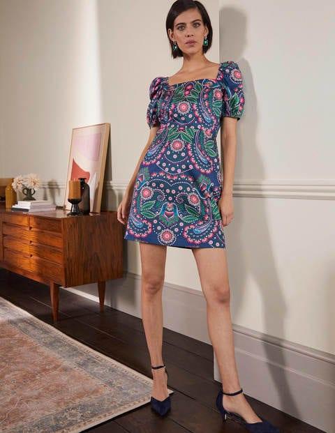 Kurzes Kleid mit Puffärmeln