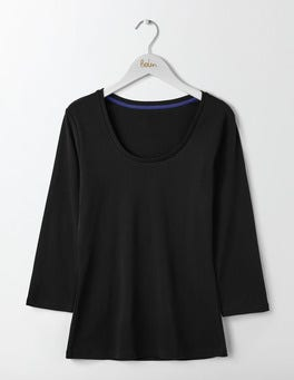 Black Essential Scoop Neck Tee