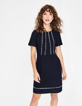 Navy Strukturiertes Kleid mit Muschelsaum