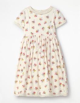 Nostalgisches gemustertes Kleid