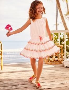 Gestuftes Kleid mit Rüschen