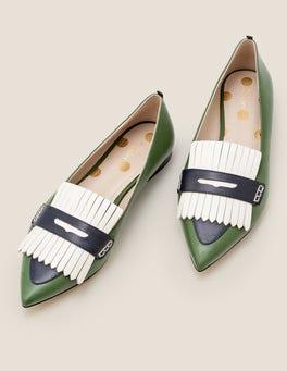 Ackerbohnengrün/Navy Bea Flache Schuhe mit Fransen