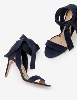 Navy Primrose Pumps